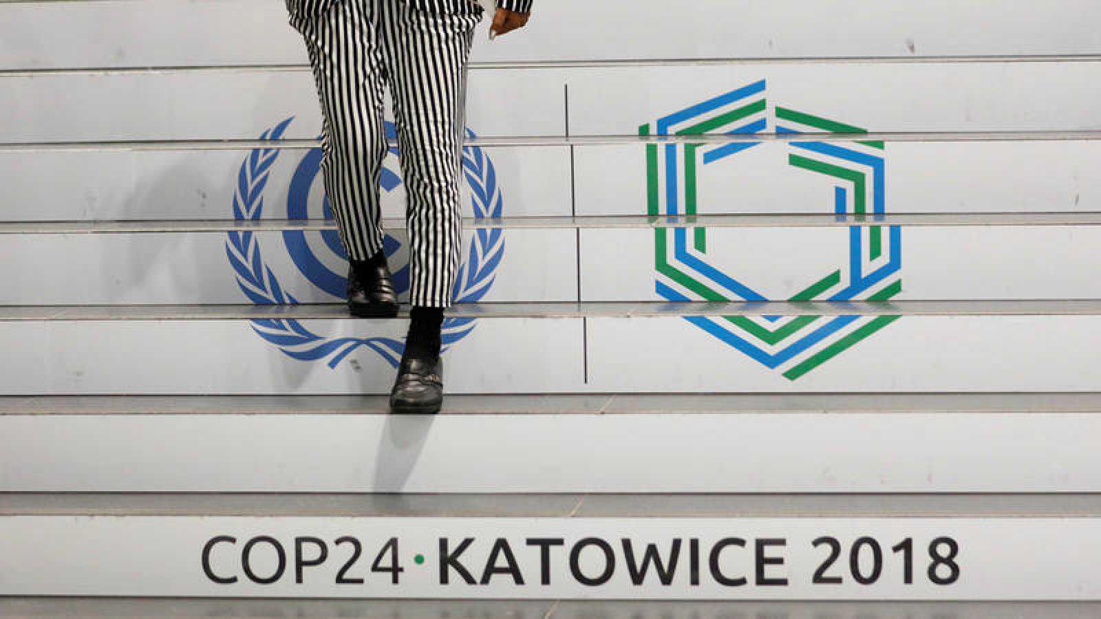Escaleras en la sede de la Cumbre del Clima que se celebra en Katowice (Polonia).