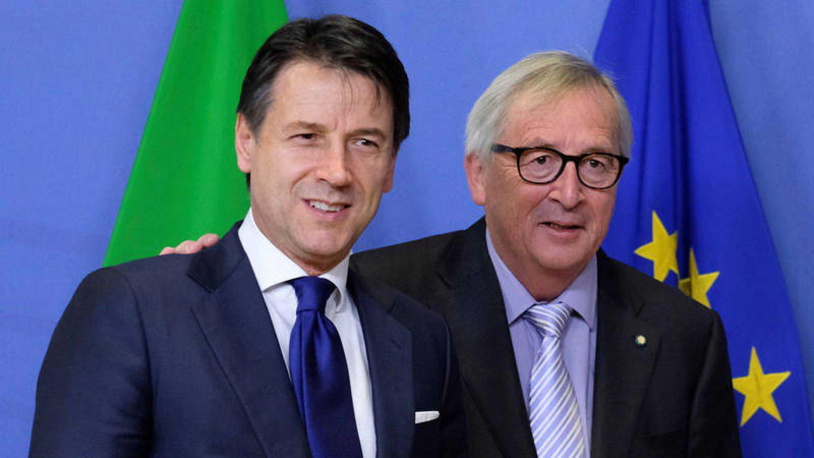 El presidente de la Comisión Europea, Jean-Claude Juncker, recibe al primer ministro italiano, Giuseppe Conte, antes de su reunión en Bruselas