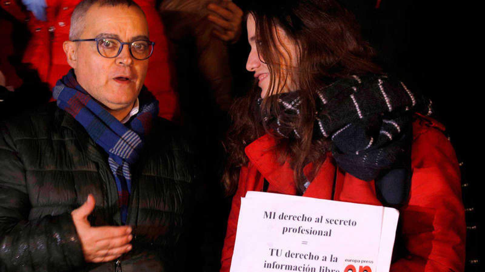 José Francisco Mestre, periodista de Diario de mallorca al que el juez Florit incautó el móvil, en una concentración en defensa del secreto profesional