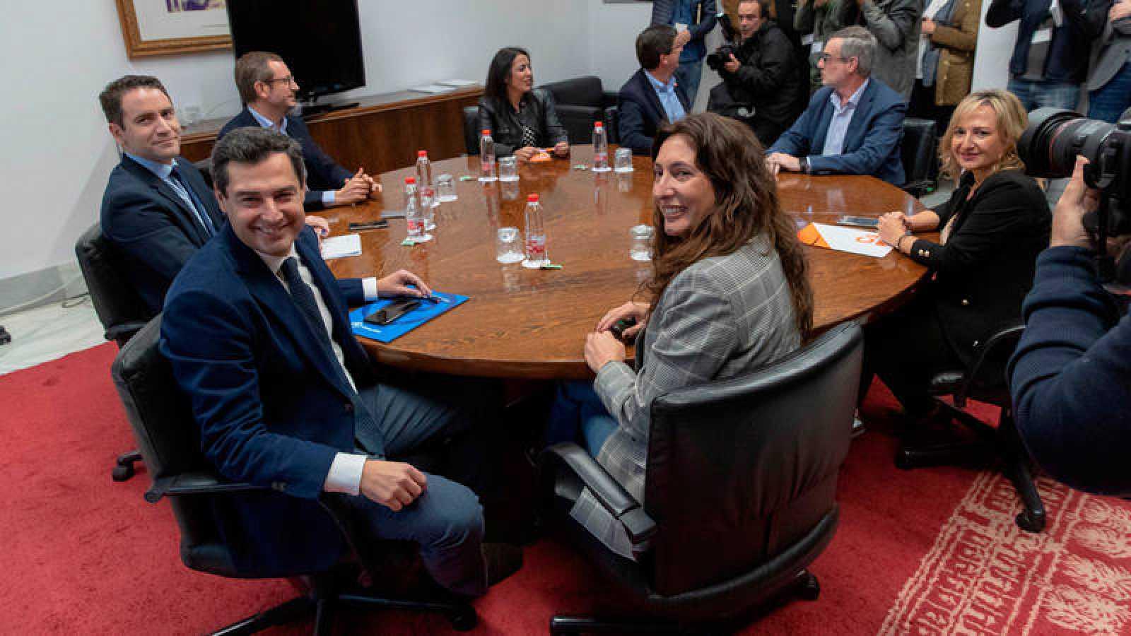 Imagen de los negociadores de PP y Ciudadanos en Andalucía. Efe/Julio Muñoz
