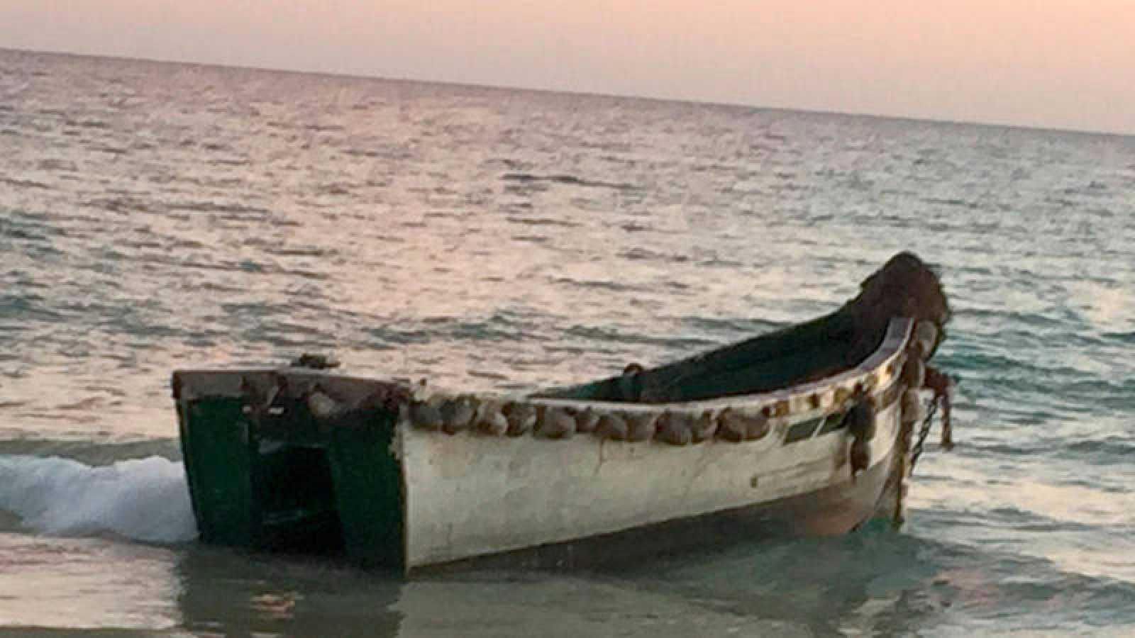 Imagen de una patera en costas españolas