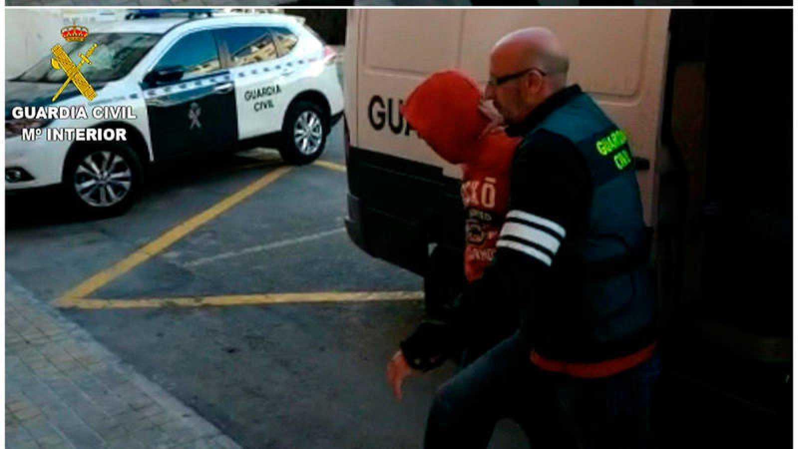 Imágenes facilitadas por la Guardia Civil de tres los cuatro jóvenes de 19, 21, 22 y 24 años detenidos como presuntos autores de una agresión sexual a una joven de 19 años,