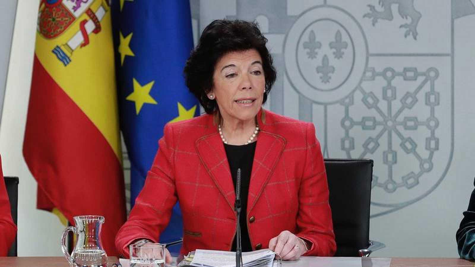 La portavoz del Gobierno, Isabel Celaá en la rueda de prensa posterior al Consejo de Ministros