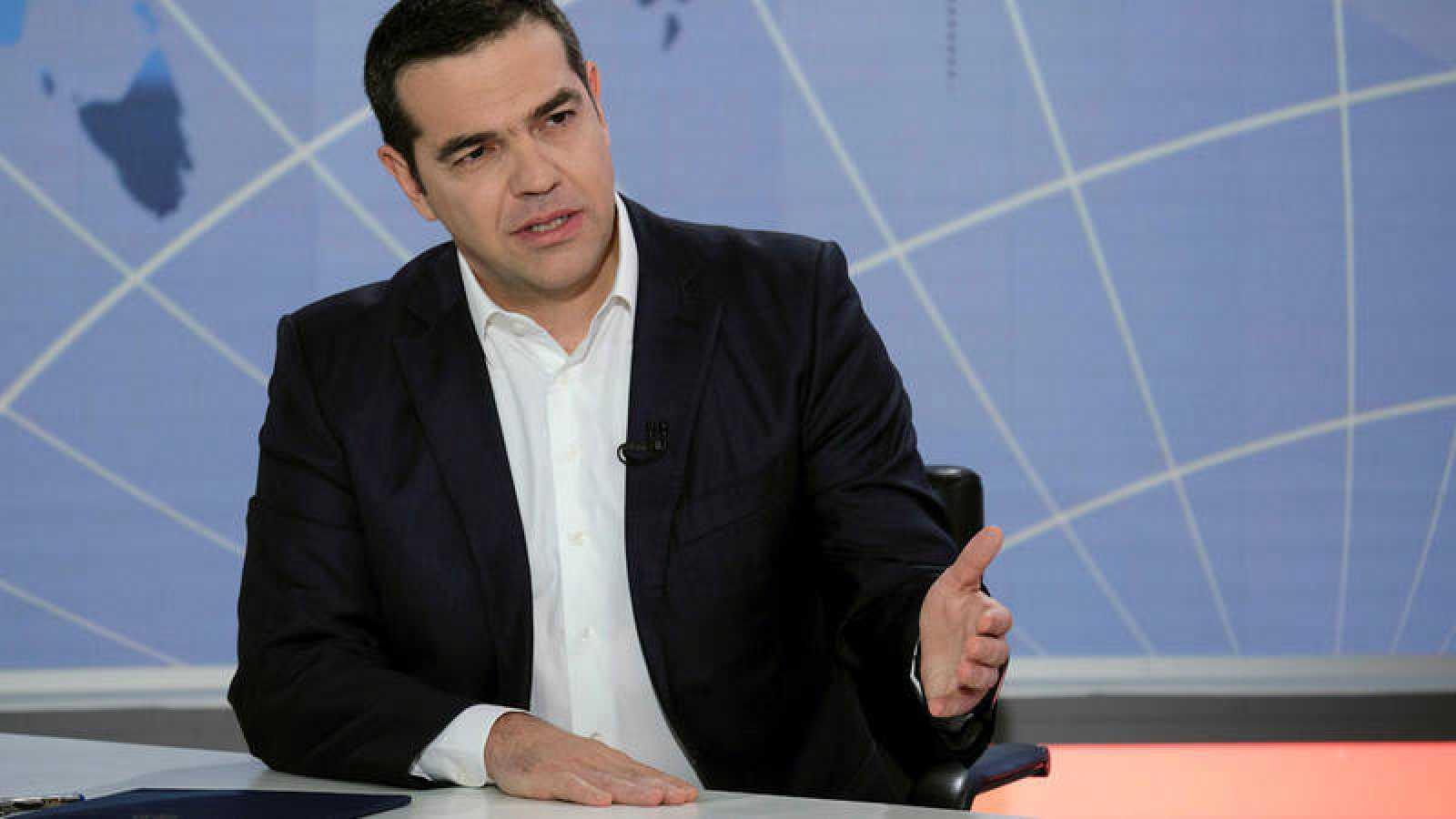 El primer ministro griego, Alexis Tsipras, anuncia la ruptura con su socio de gobierno