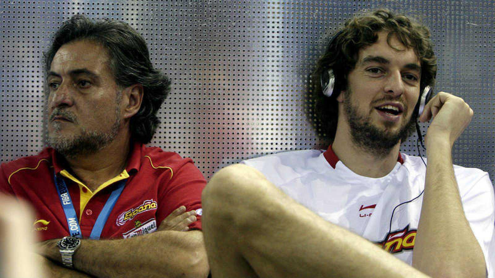José Vicente 'Pepu' Hernández junto a Pau Gasol durante el Eurobasket 2007.