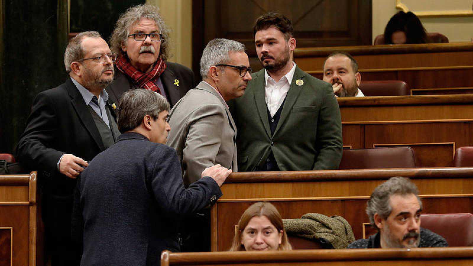Los diputados de ERC, (de izda a dcha) Joan Olòriz, Joan Tardá, Joan Margall y Gabriel Rufián, a su llegada al pleno del debate de las enmiendas a la totalidad del proyecto de Presupuestos Generales del Estado el pasado martes en el Congreso
