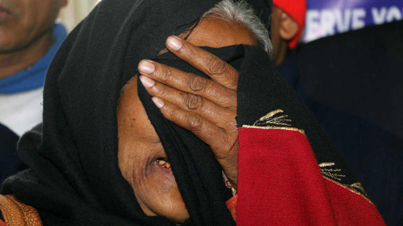 El consumo de alcohol adulterado mata a cerca de un centena de personas en la India