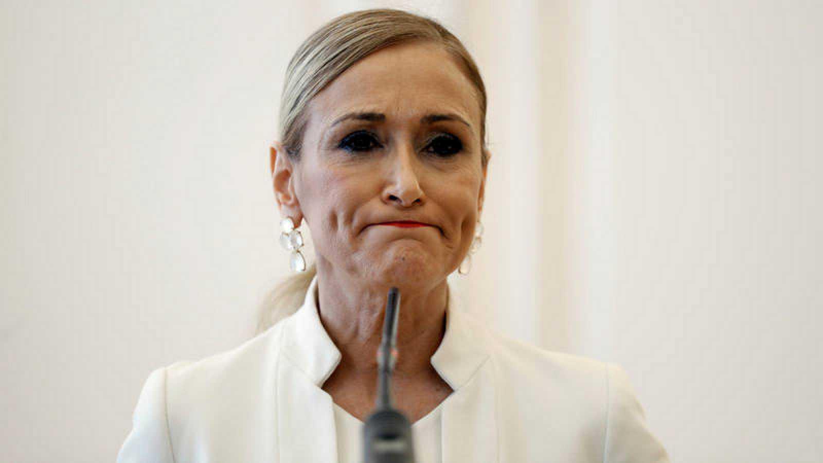 Cristina Cifuentes, en la rueda de prensa en la que anunció su dimisión como presidenta de la Comunidad de Madrid, el 25 de abril de 2018.