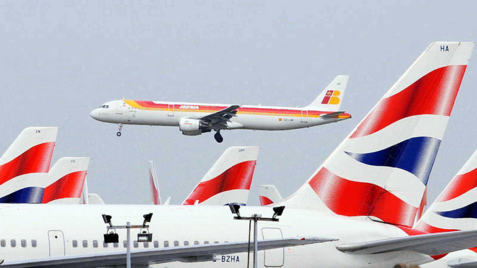 Aviones de IAG en el aeropuerto de Heathrow