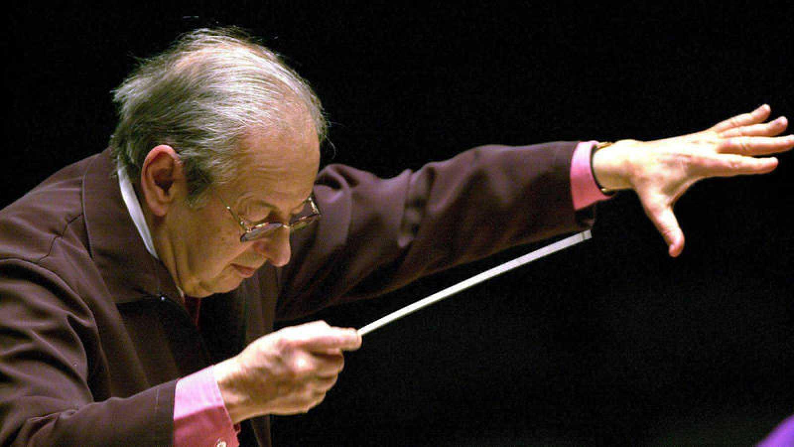 André Previn, compositor y director de orquesta ganador de cuatro premios Oscar, en una imagen de 2002.