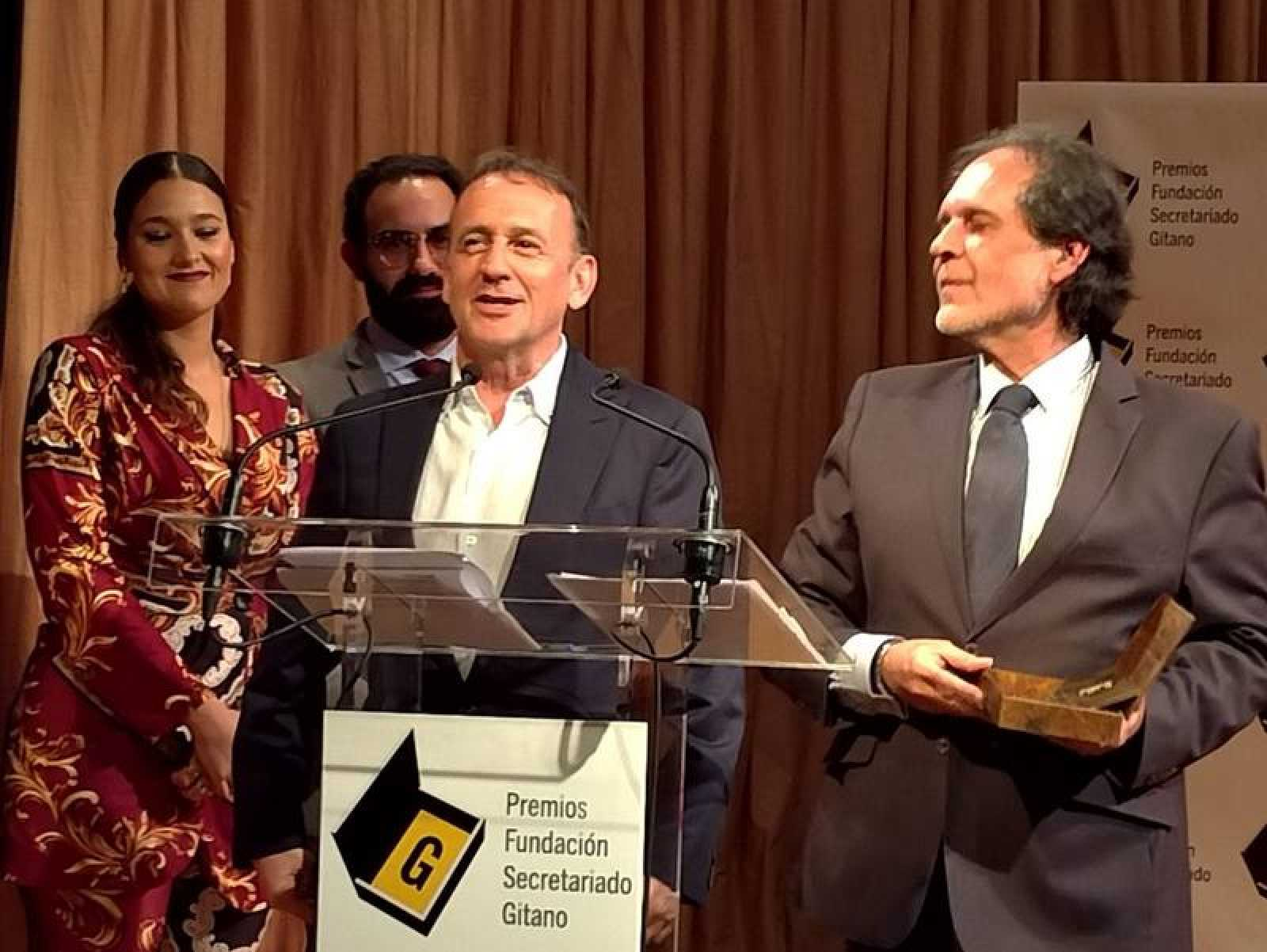 Joaquín López Bustamante y Manuel Moraga, recogiendo el premio ayer en Madrid