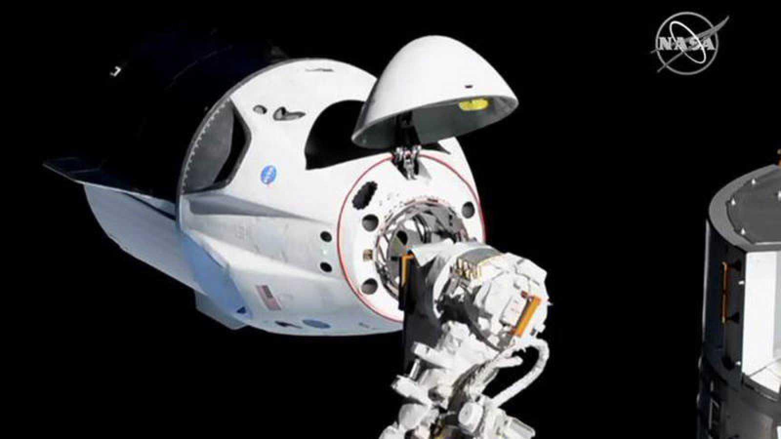 La cápsula no tripulada de SpaceX se acopla con éxito a la Estación Espacial Internacional