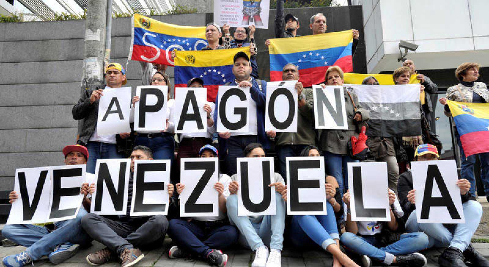 Venezuelan citizens living in Bogota protest against Venezuela's President Maduro and the power outage in Venezuela