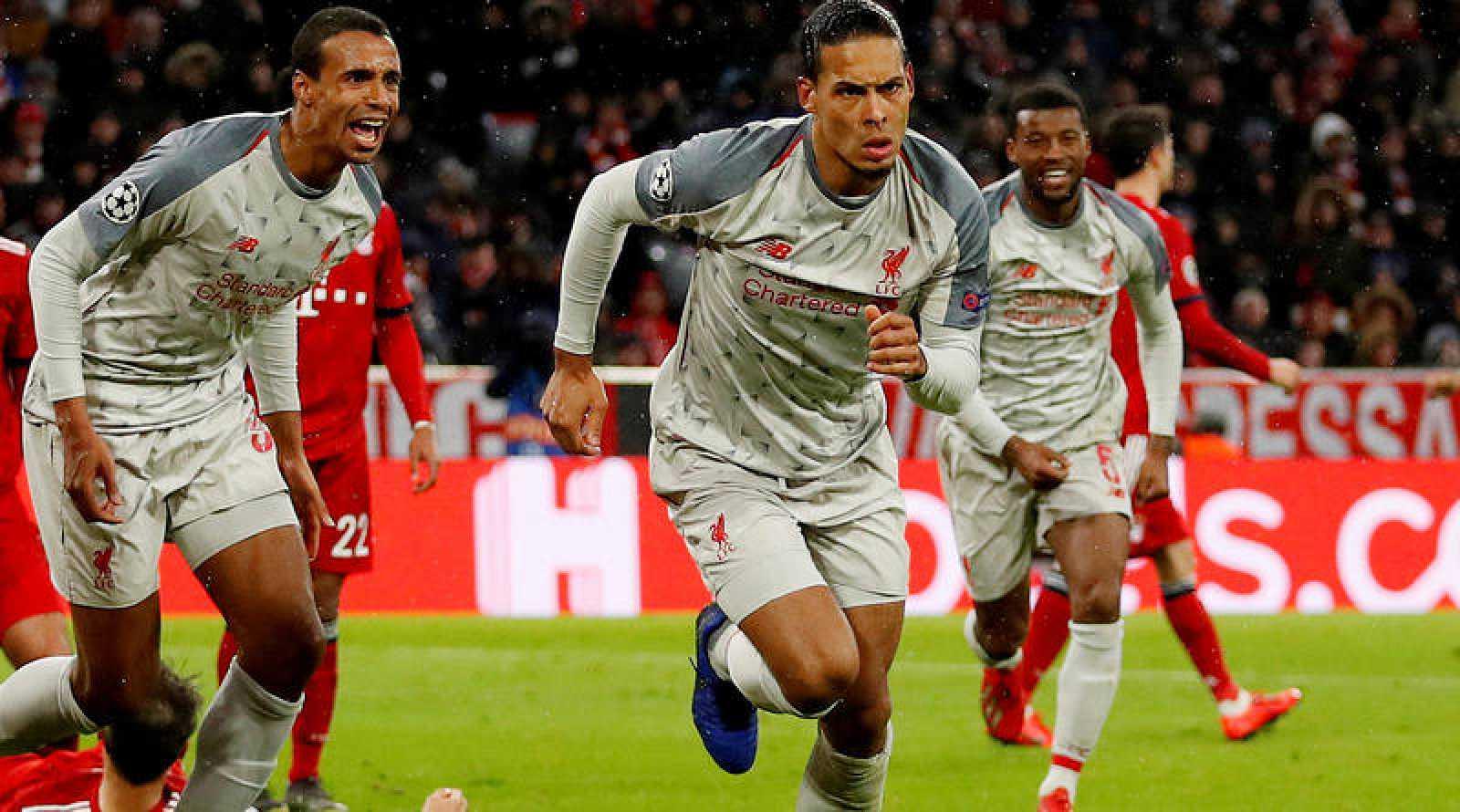 Van Dijk celebra su gol al Bayern.