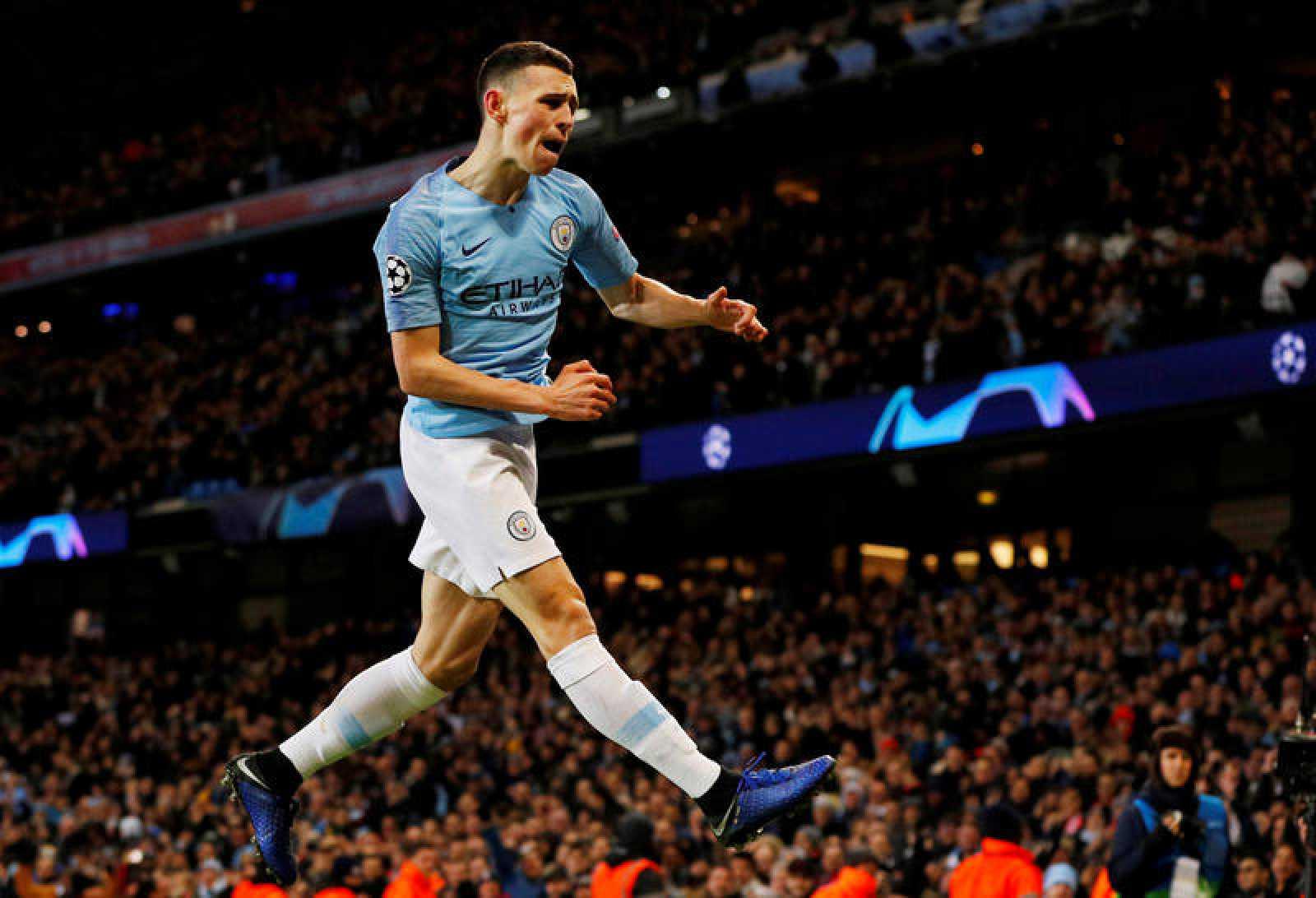 Phil Foden celebra un gol del City en octavos