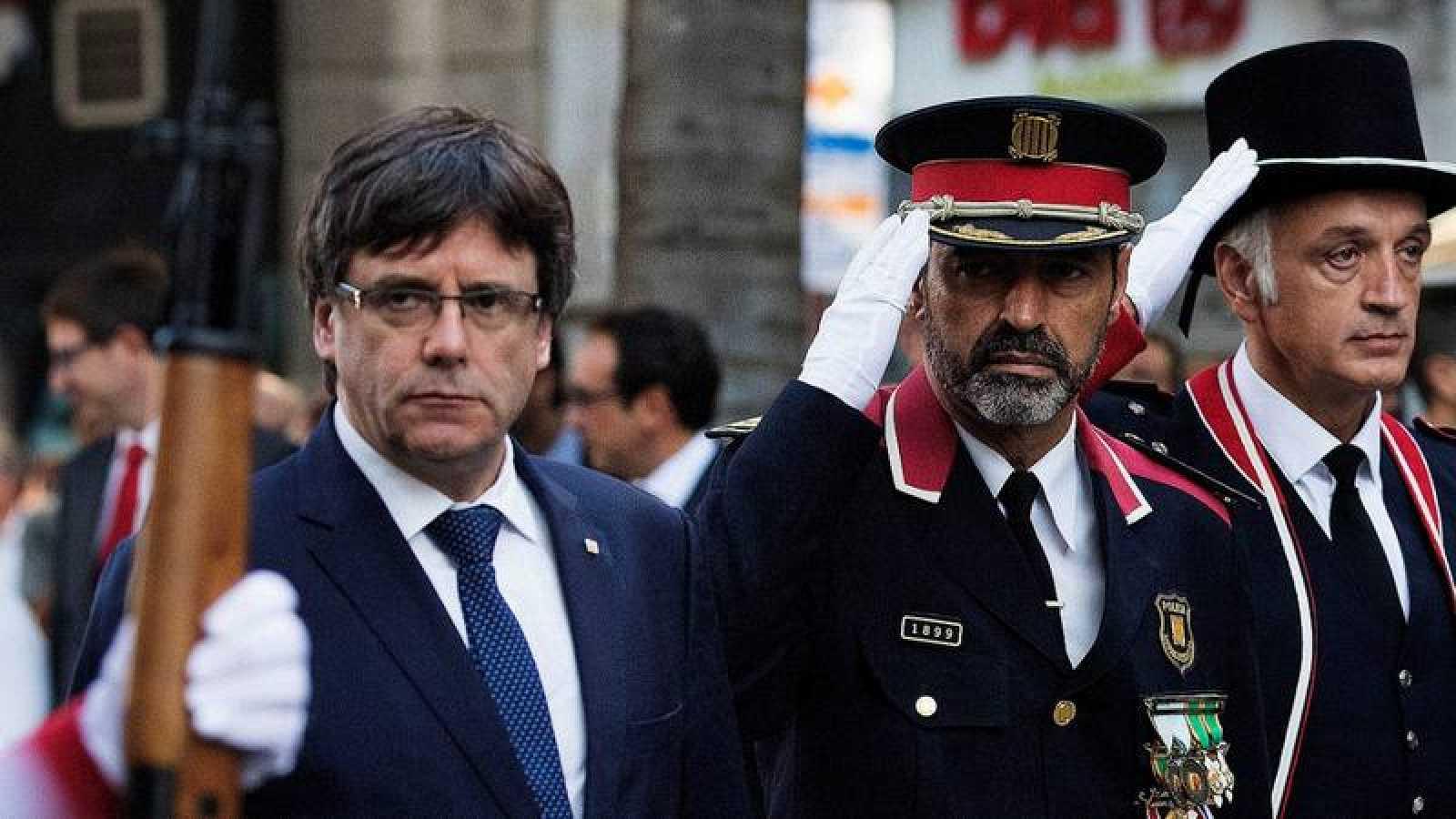 El mayor de los Mossos Josep Lluís Trapero junto al expresidente Carles Puigdemont en la Diada de 2017