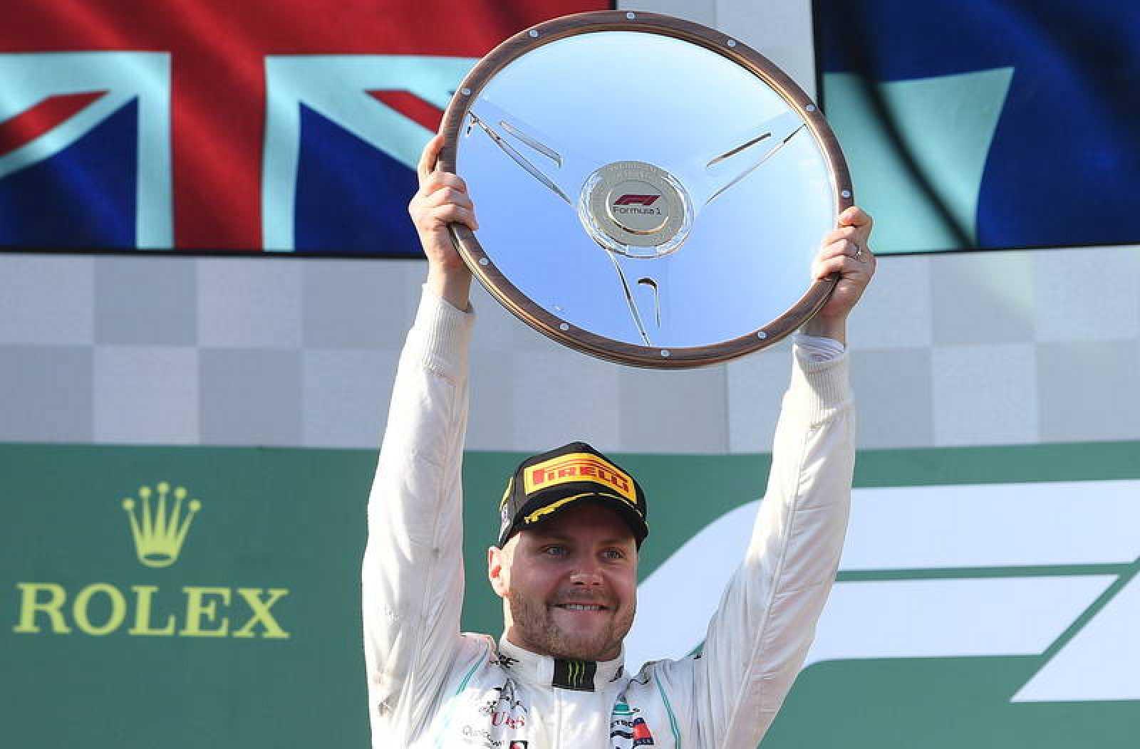 Bottas levanta el trofeo del GP de Australia 2019