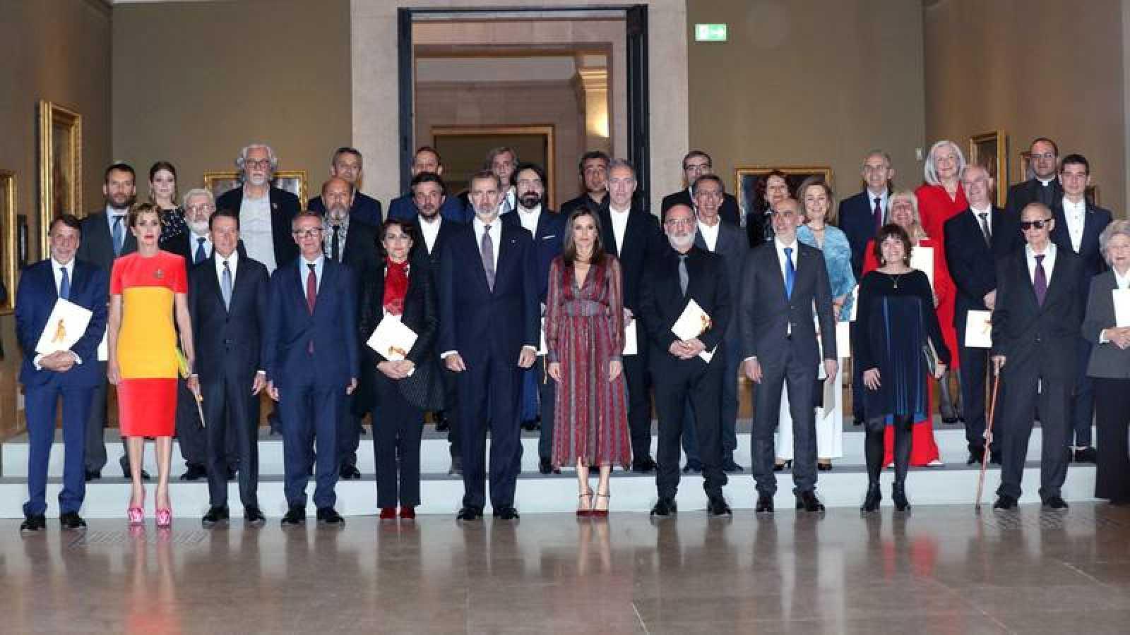 Los reyes junto a los galardonados con los Premios Nacionales de Cultura 2017.