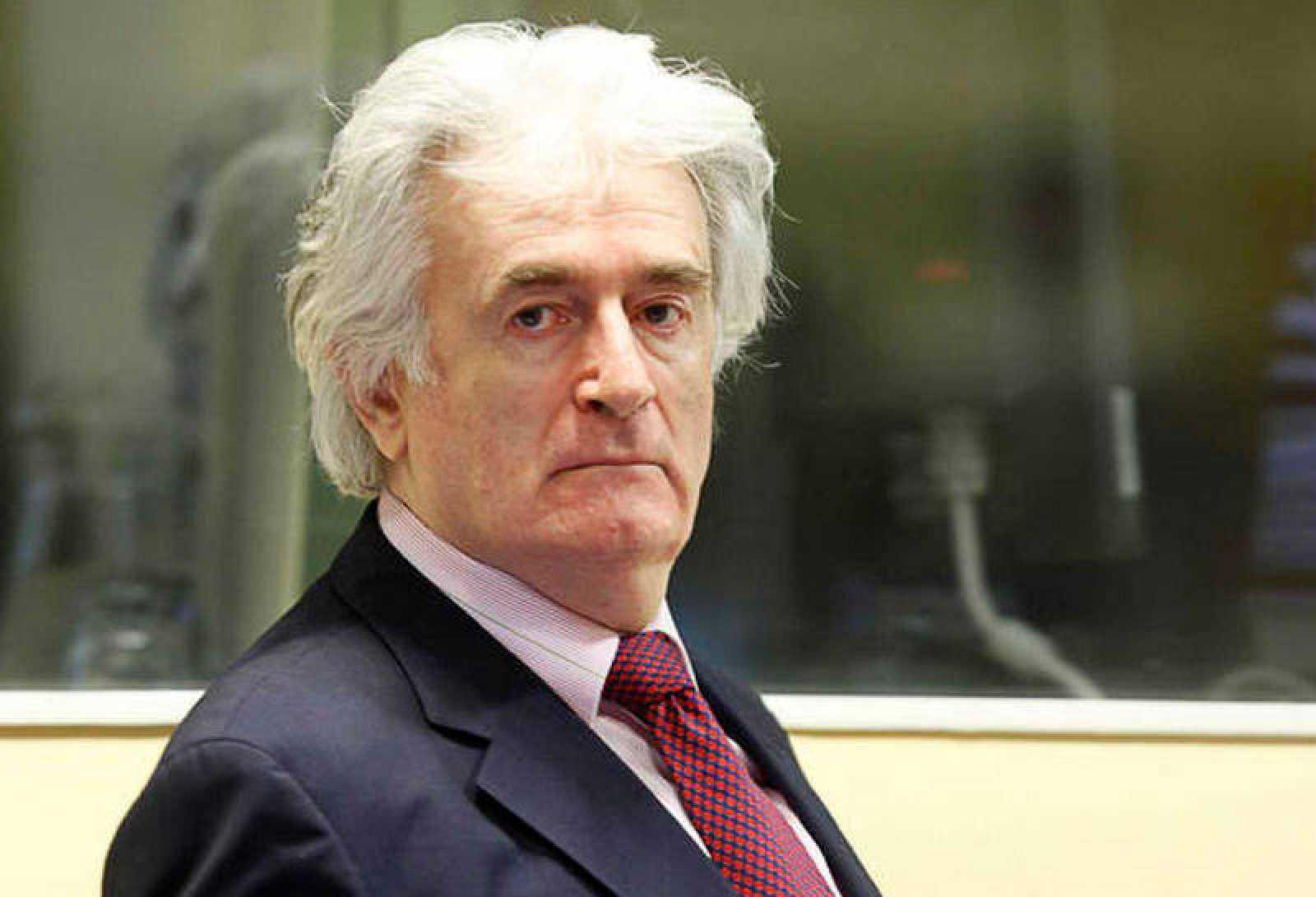 Imagen de archivo del exlíder serbobosnio Radovan Karadzic en La Haya (Holanda).
