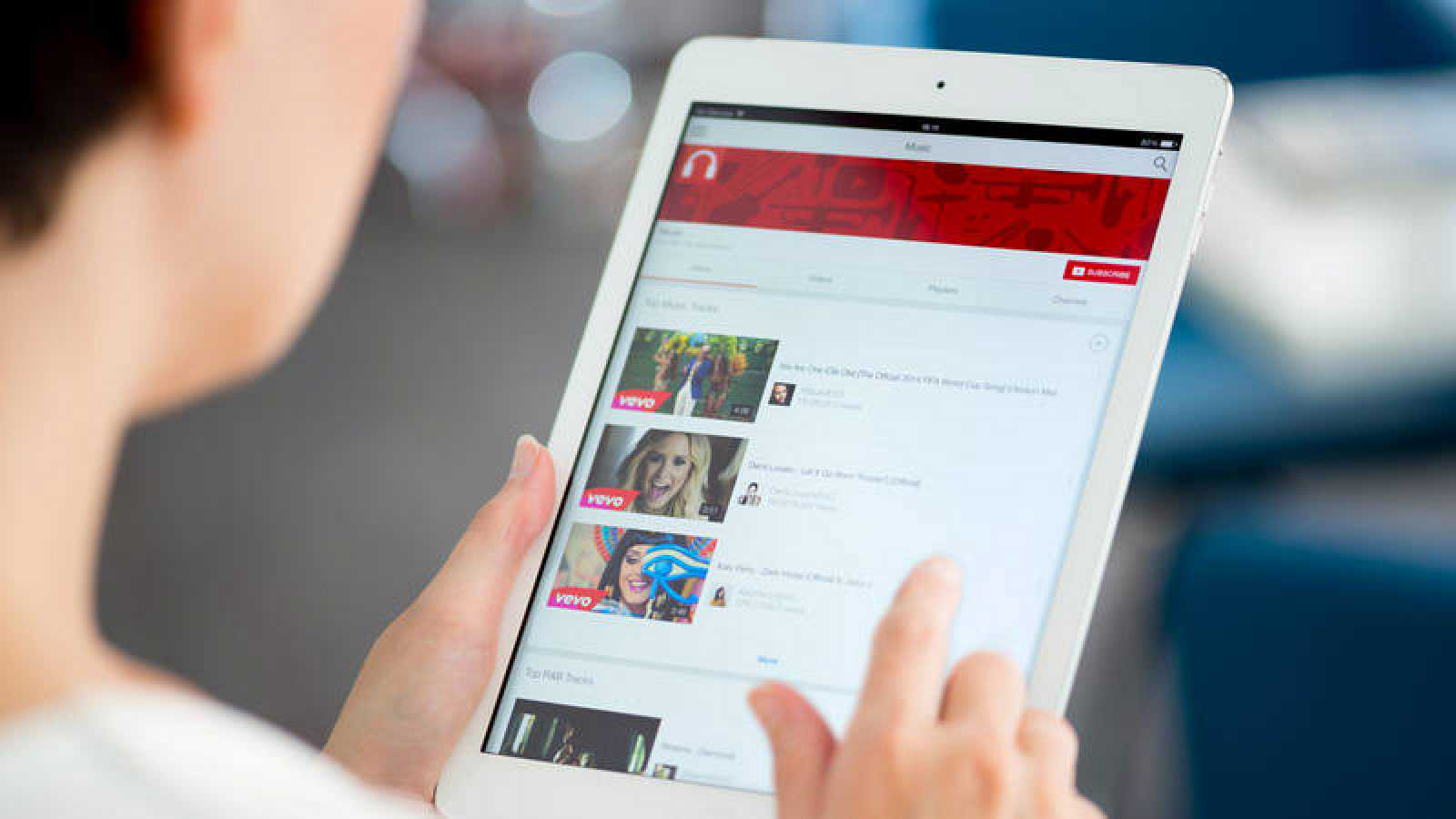La directiva europea pretende obligar a los gigantes de internet y a los agregadores de noticias a pagar a los creadores de contenidos.