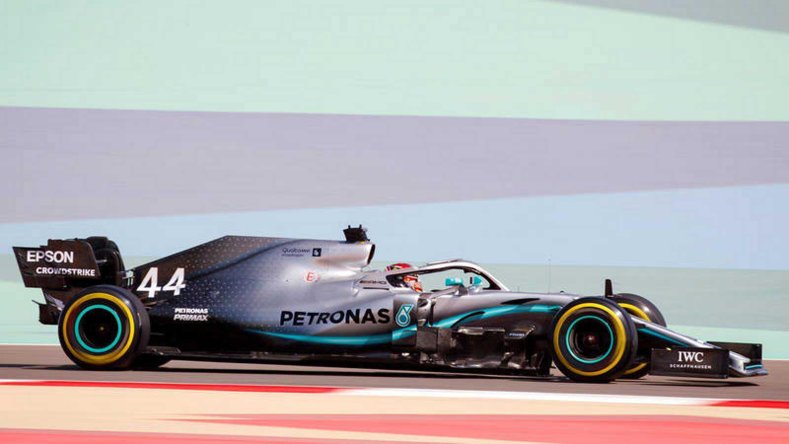 Lewis Hamilton vence en Baréin en un nuevo doblete de Mercedes