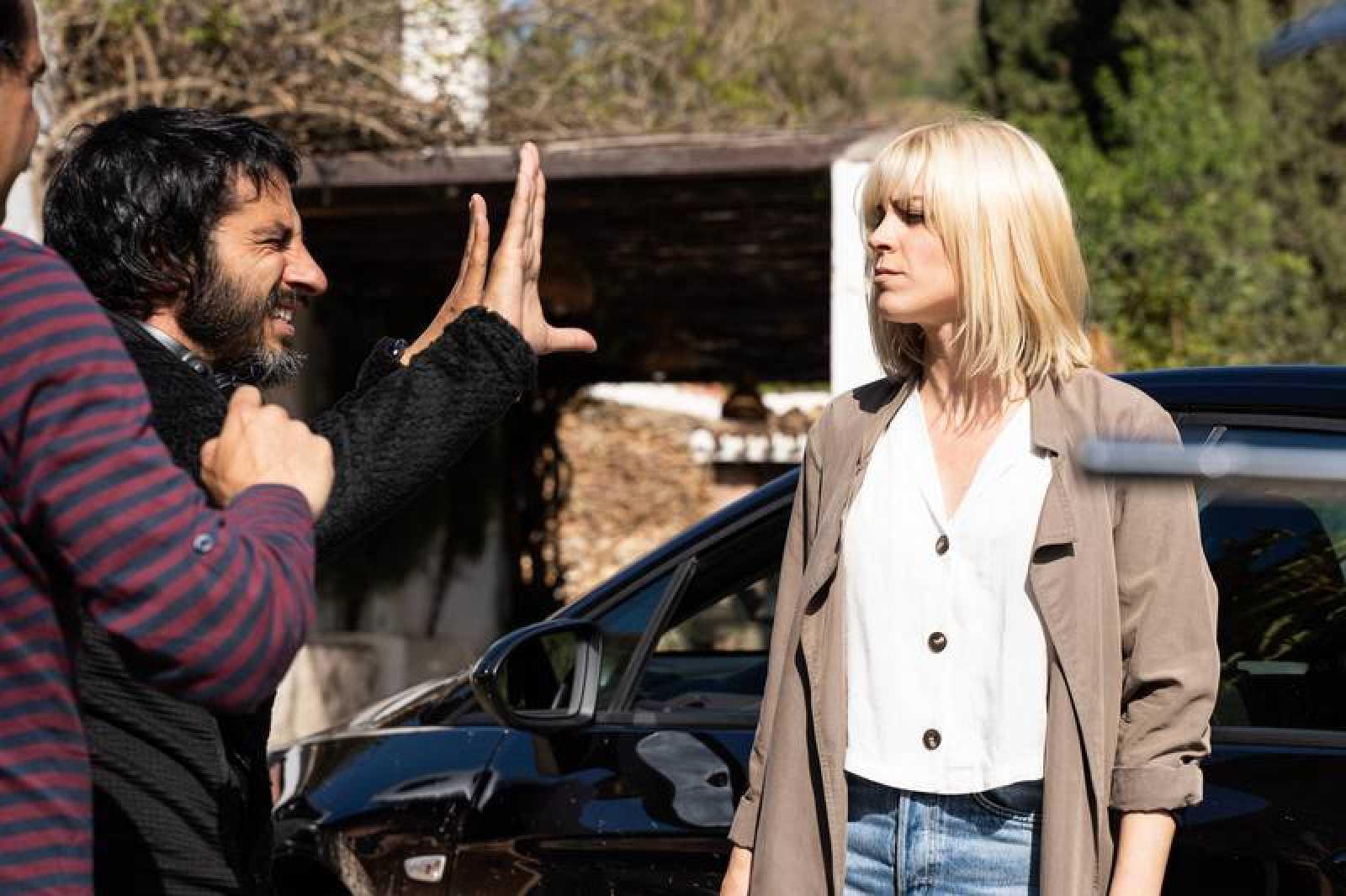 Maggie Civantos durante el rodaje de 'Malaka', con Marc Vigil