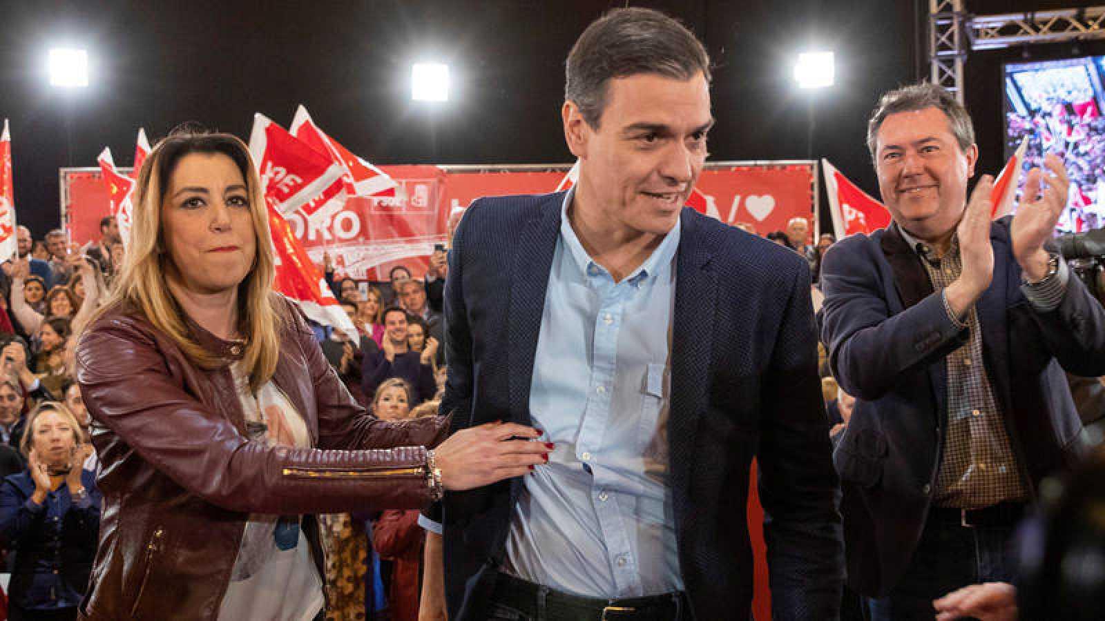 Pedro Sánchez y Susana Díaz en el acto electoral que el PSOE celebra en Sevilla