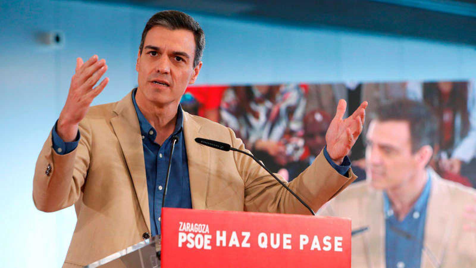 El secretario general del PSOE, Pedro Sánchez, durante el acto de precampaña que ha celebrado el partido este domingoen el Palacio de Congresos de Zaragoza.