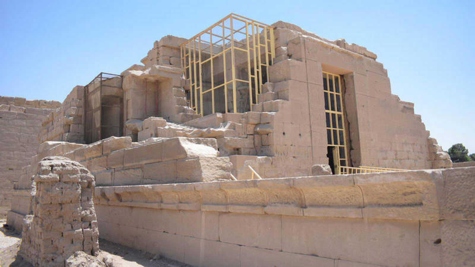 Vista del Templo de Opet, ubicado dentro del complejo faraónico de Karnak en la ciudad monumental de Luxor