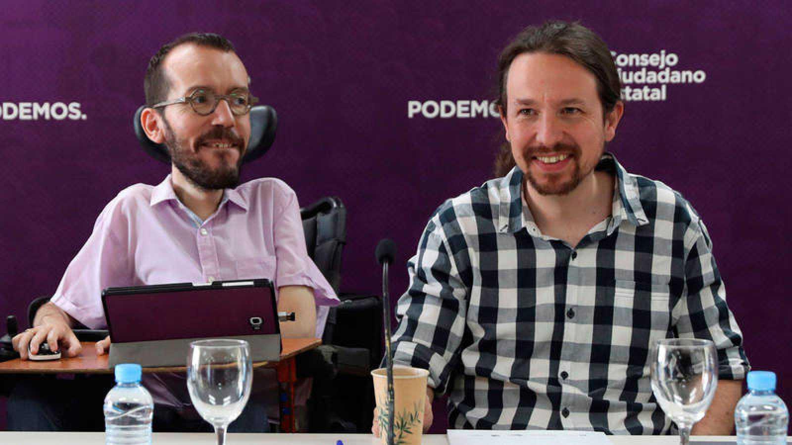 El secretario general de Podemos, Pablo Iglesias, junto al secretario de organización del partido, Pablo Echenique, durante el Consejo Ciudadano Estatal del partido.