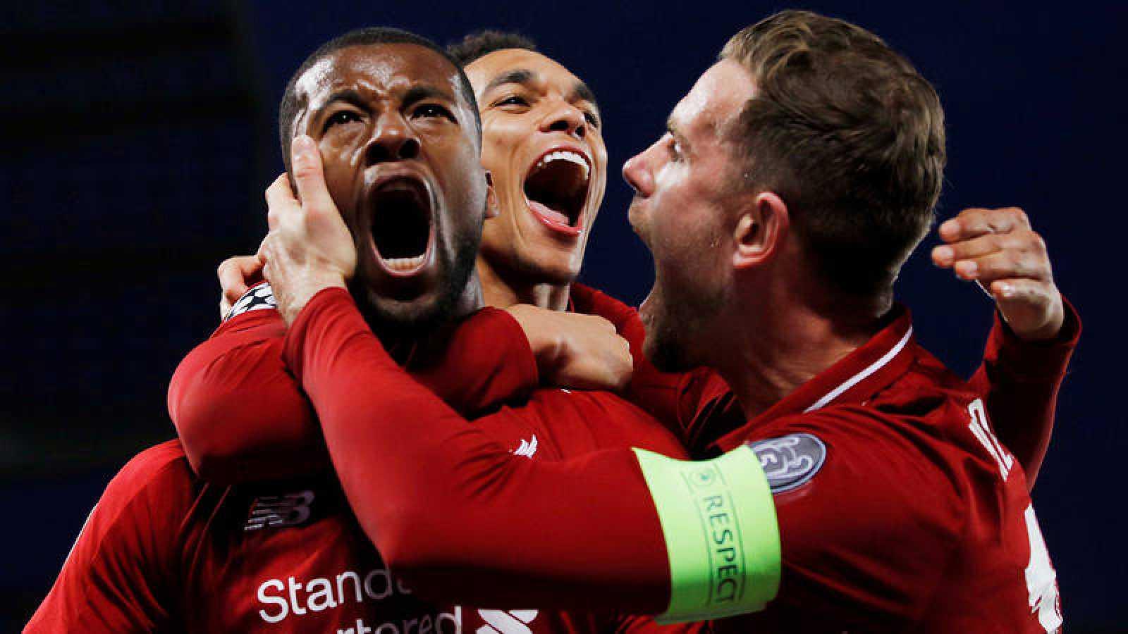 El Liverpool celebra uno de sus goles al Barcelona.