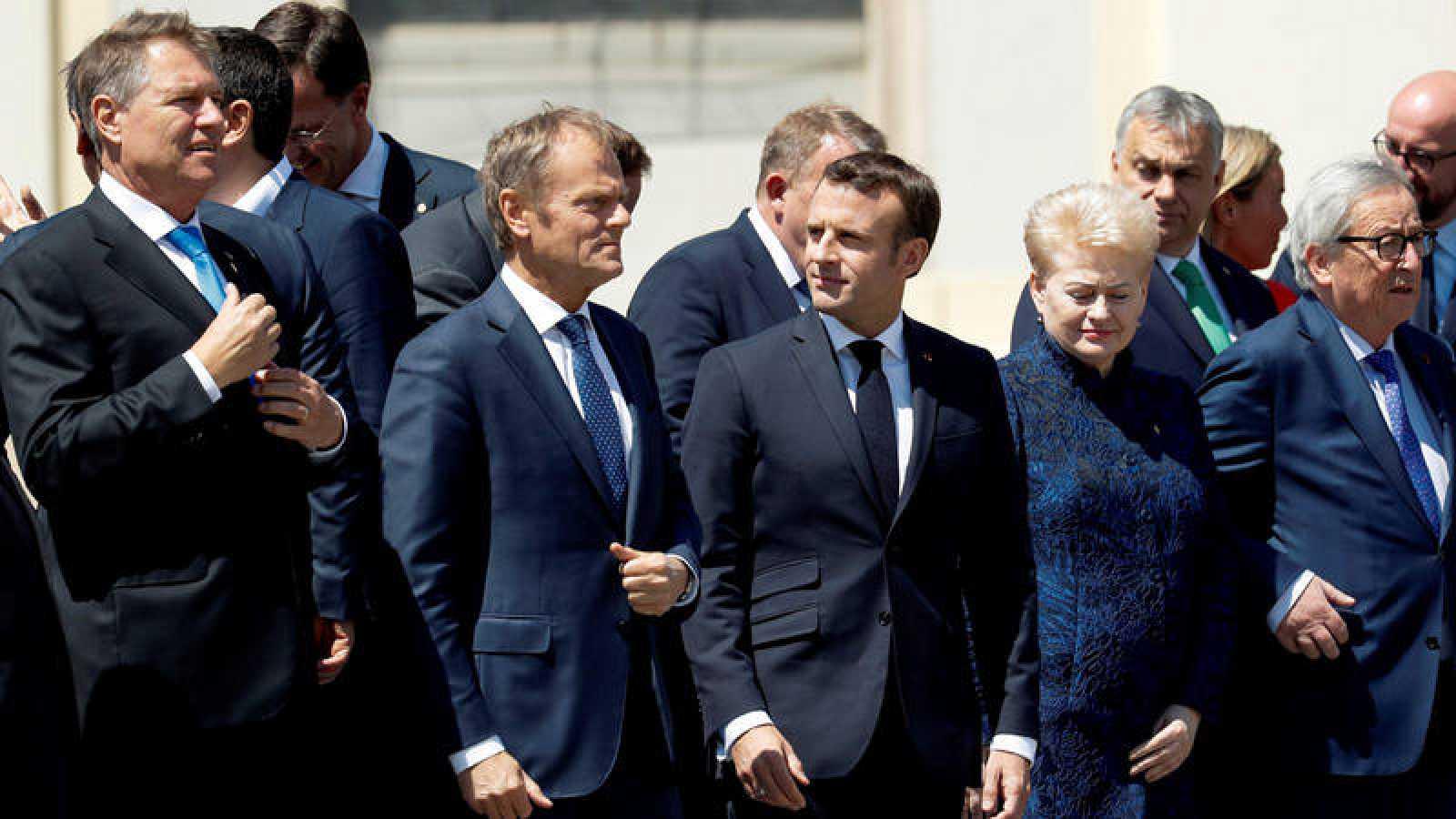 Foto de familia de Tusk, Macron, Iohannis, Grybauskaite y Juncker en Sibiu (Rumanía)