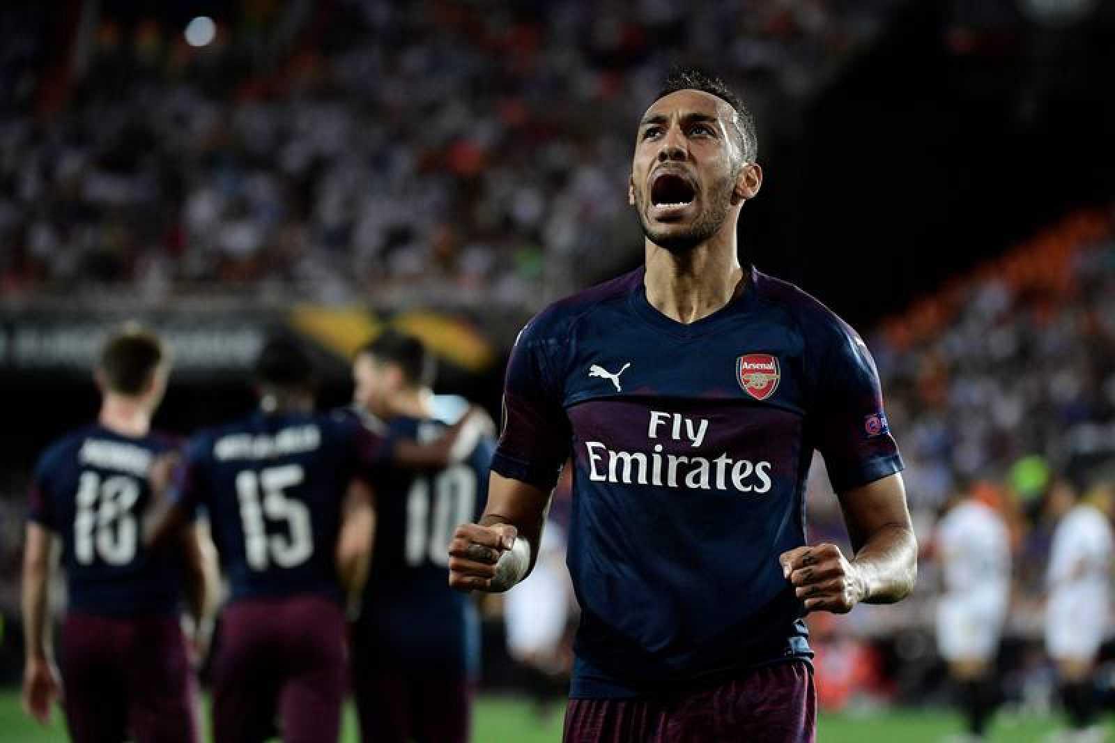Aubameyang celebra el gol del Arsenal en Mestalla.
