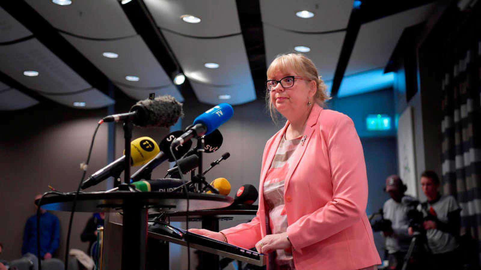 Eva-Marie Persson, fiscal superior adjunta de Suecia, ofrece una rueda de prensa para anunciar la decisión tomada respecto a la investigación preliminar sobre el fundador de WikiLeaks, el australiano Julian Assange, este lunes en Estocolmo (Suecia).