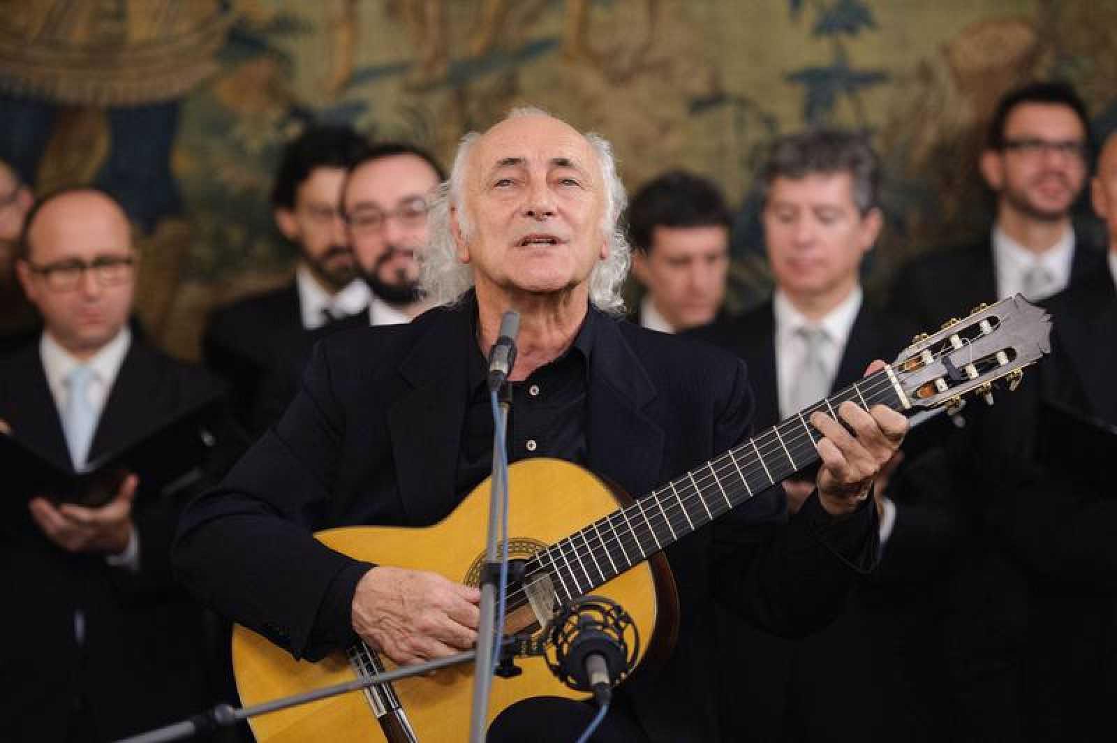Amancio Prada y el Coro RTVE
