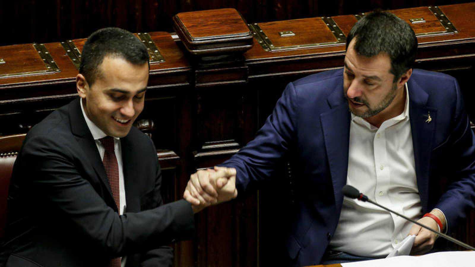 El líder del Movimiento Cinco Estrellas, Luigi Di Maio, junto al vicepresidente de Italia, Matteo Salvini, en febrero