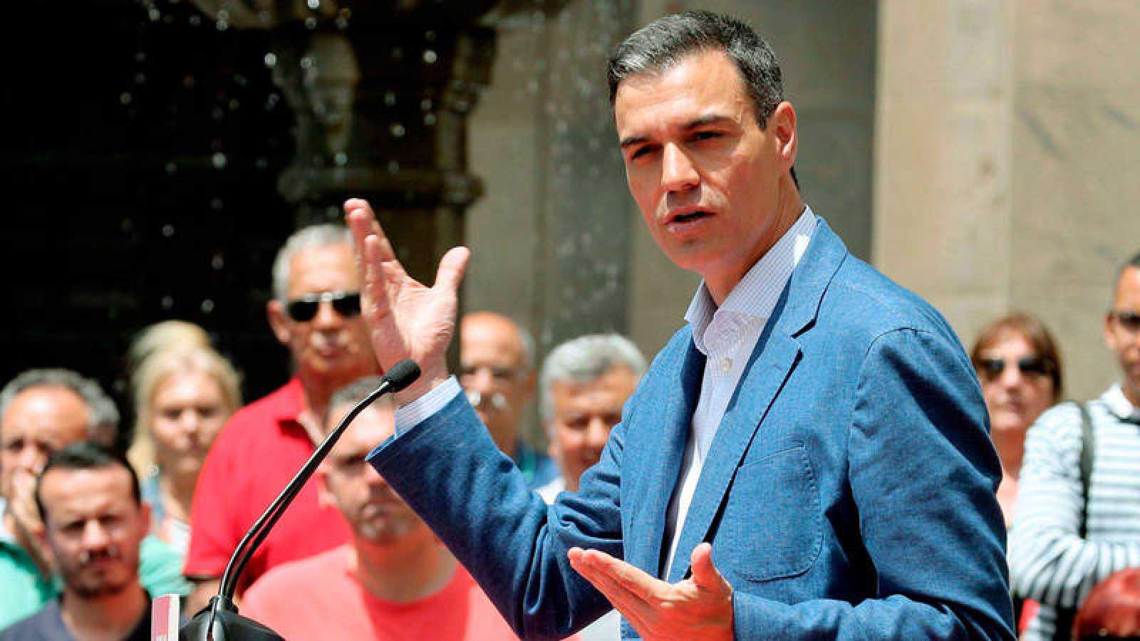 El presidente del Gobierno en funciones, Pedro Sánchez, en un mitin de campaña en las Islas Canarias.