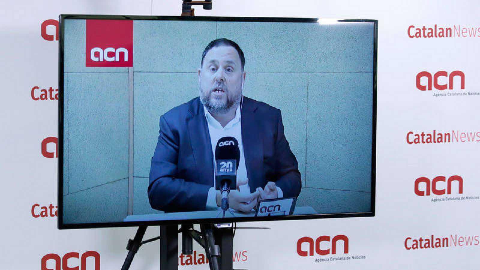 El presidente de ERC, Oriol Junqueras, responde a los periodistas por videoconferencia desde la prisión de Soto del Real.