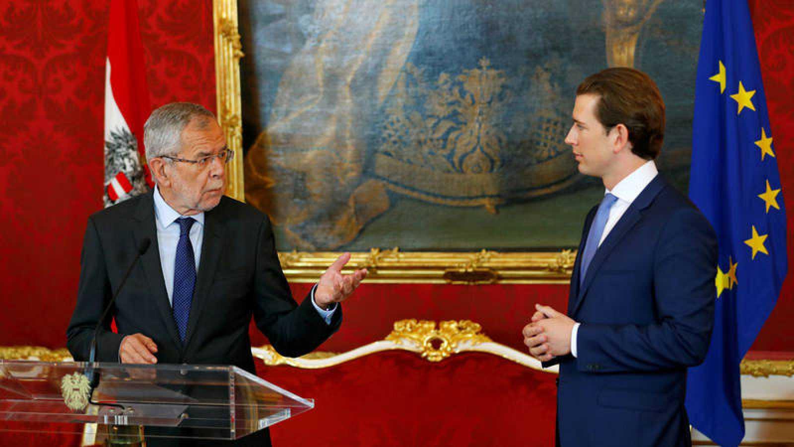 El canciller austriaco Sebastian Kurz y el presidente Alexander Van der Bellen en una conferencia de prensa en Viena.