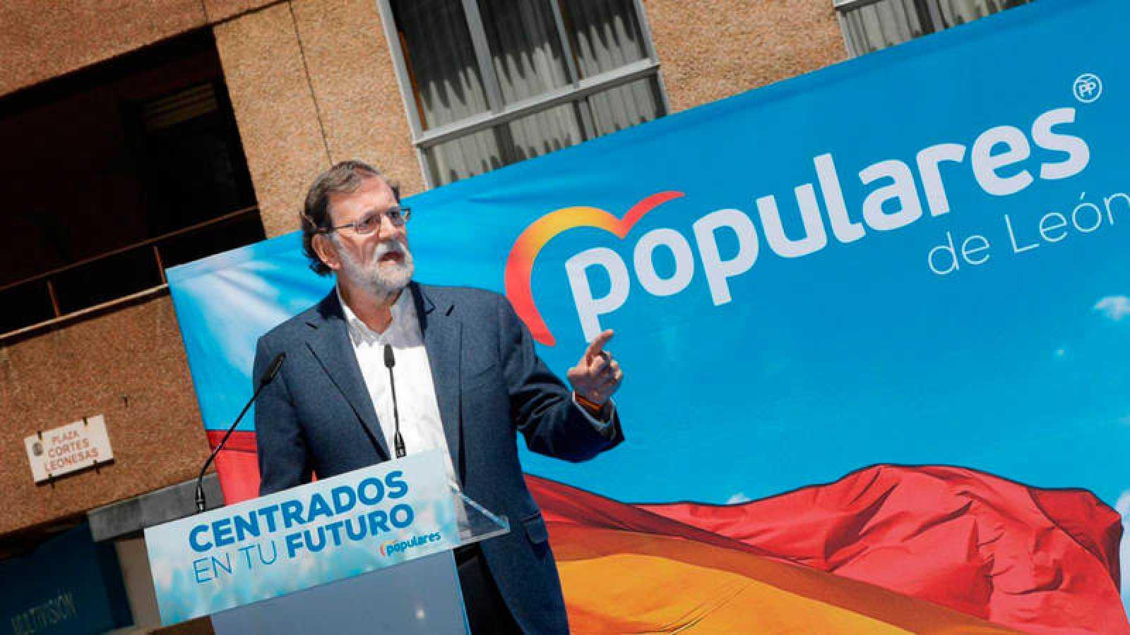 El expresidente del Gobierno y del PP Mariano Rajoy, en un mitin en León.
