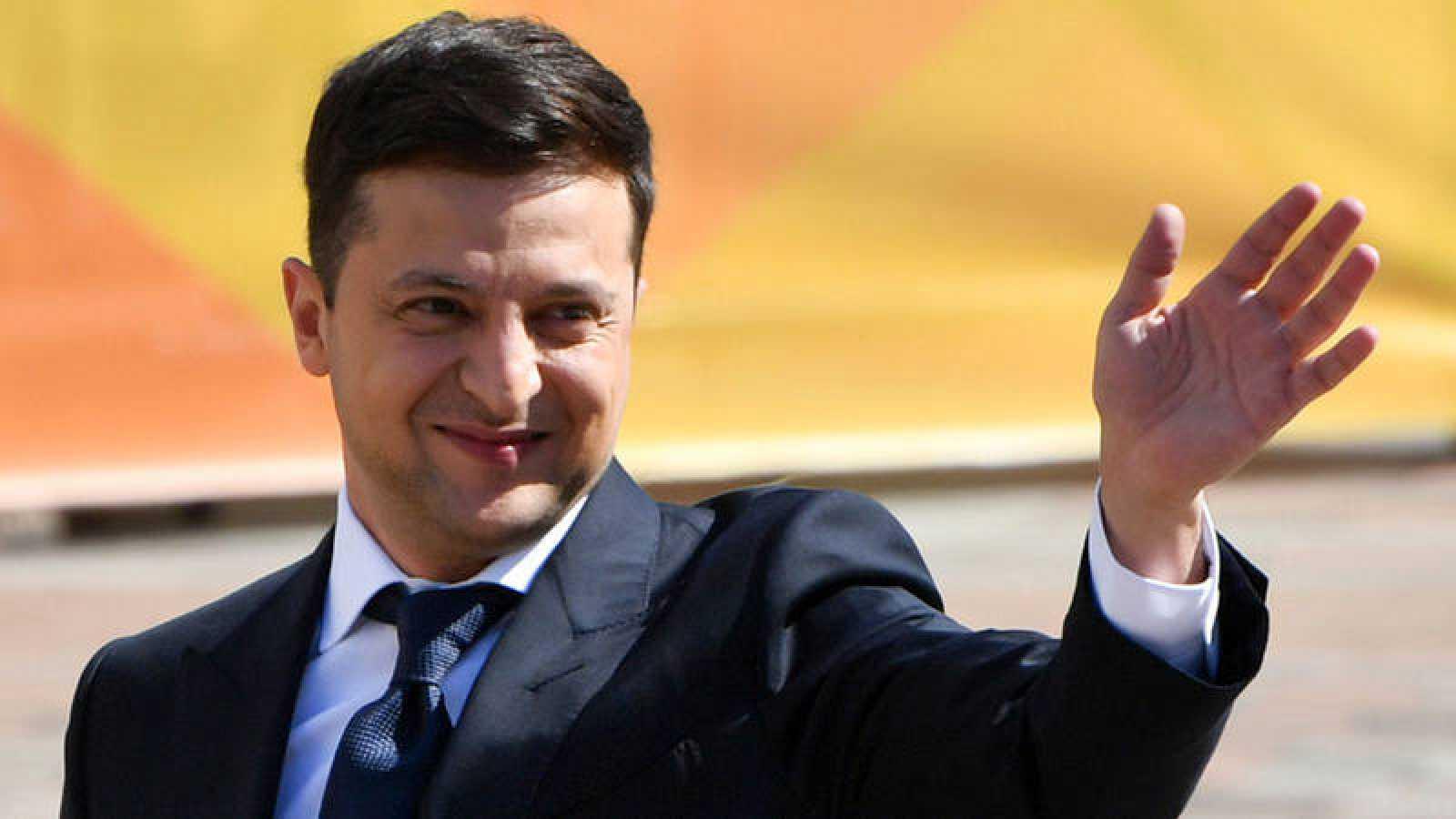 El presidente de Ucrania Volodymyr Zelensky ha anunciado la celebración de elecciones parlamentarias anticipadas