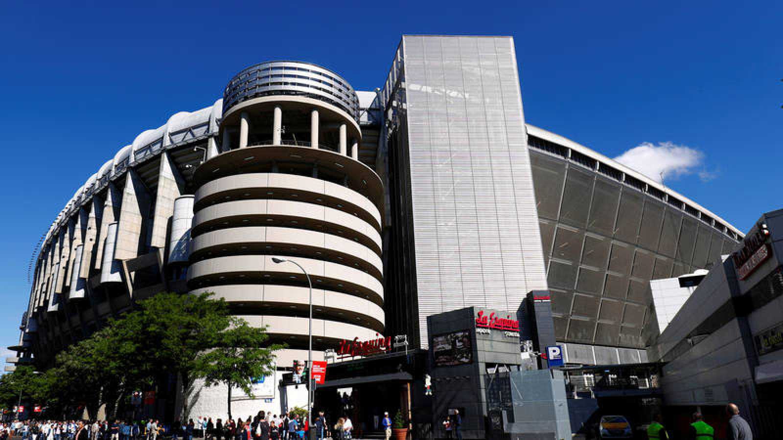 Exteriores del Santiago Bernabéu, estadio del Madrid y sede de sus oficinas.