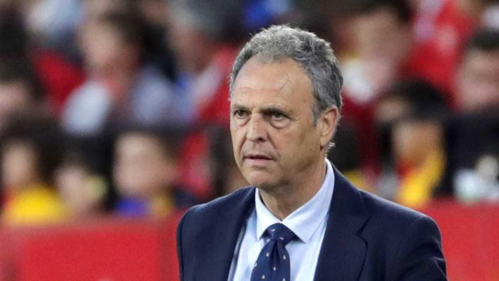 Caparrós deja de ser entrenador del Sevilla