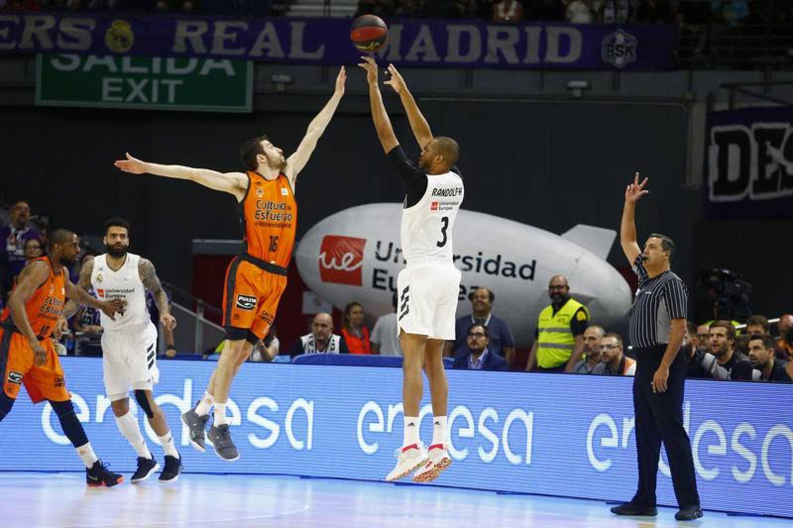 Randolph lanza a canasta ante el Valencia