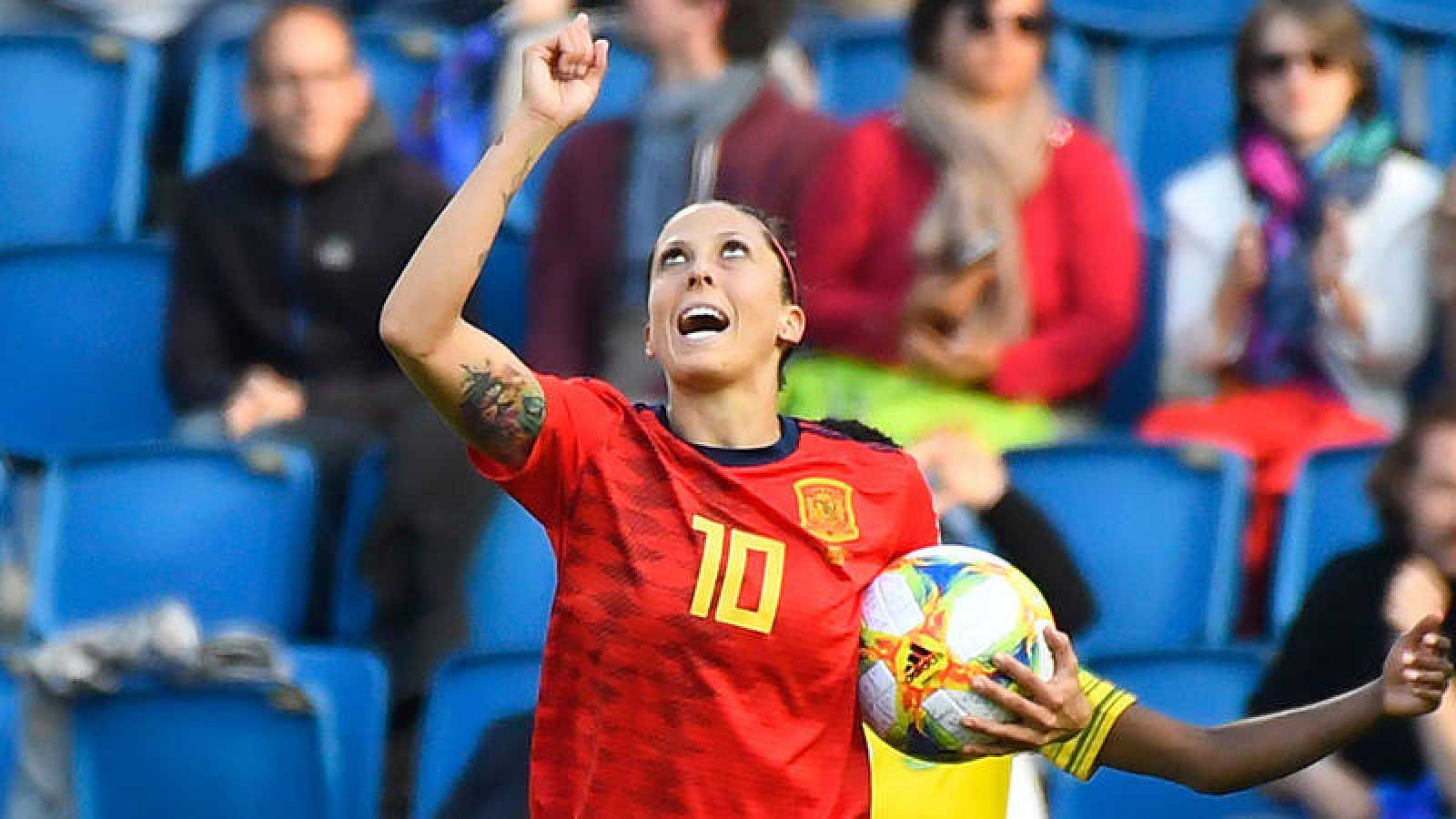 Jenni Hermoso celebra su primer penalti anotado