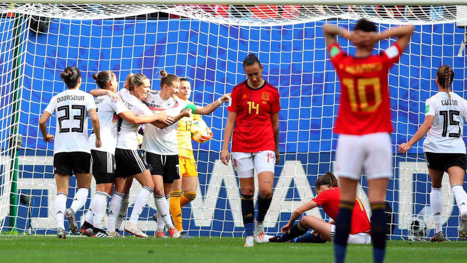 Las jugadoras alemanas celebran tras marcar el 1-0 durante el encuentro ante España.