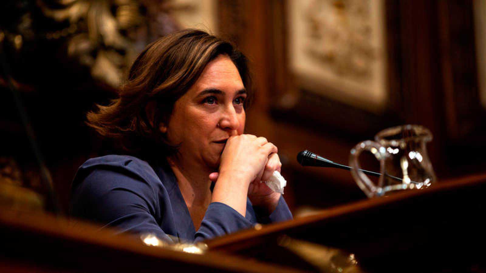 La alcaldesa de Barcelona en funciones, Ada Colau, durante un pleno municipal.