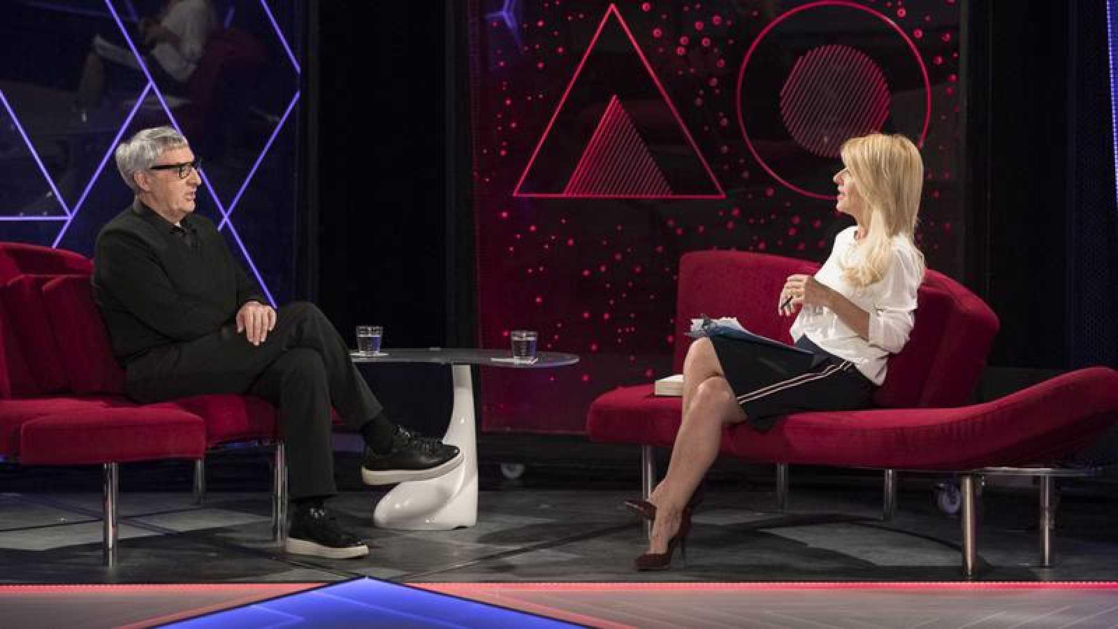 Cayetana Guillén Cuervo entrevista a Manuel Outumuro