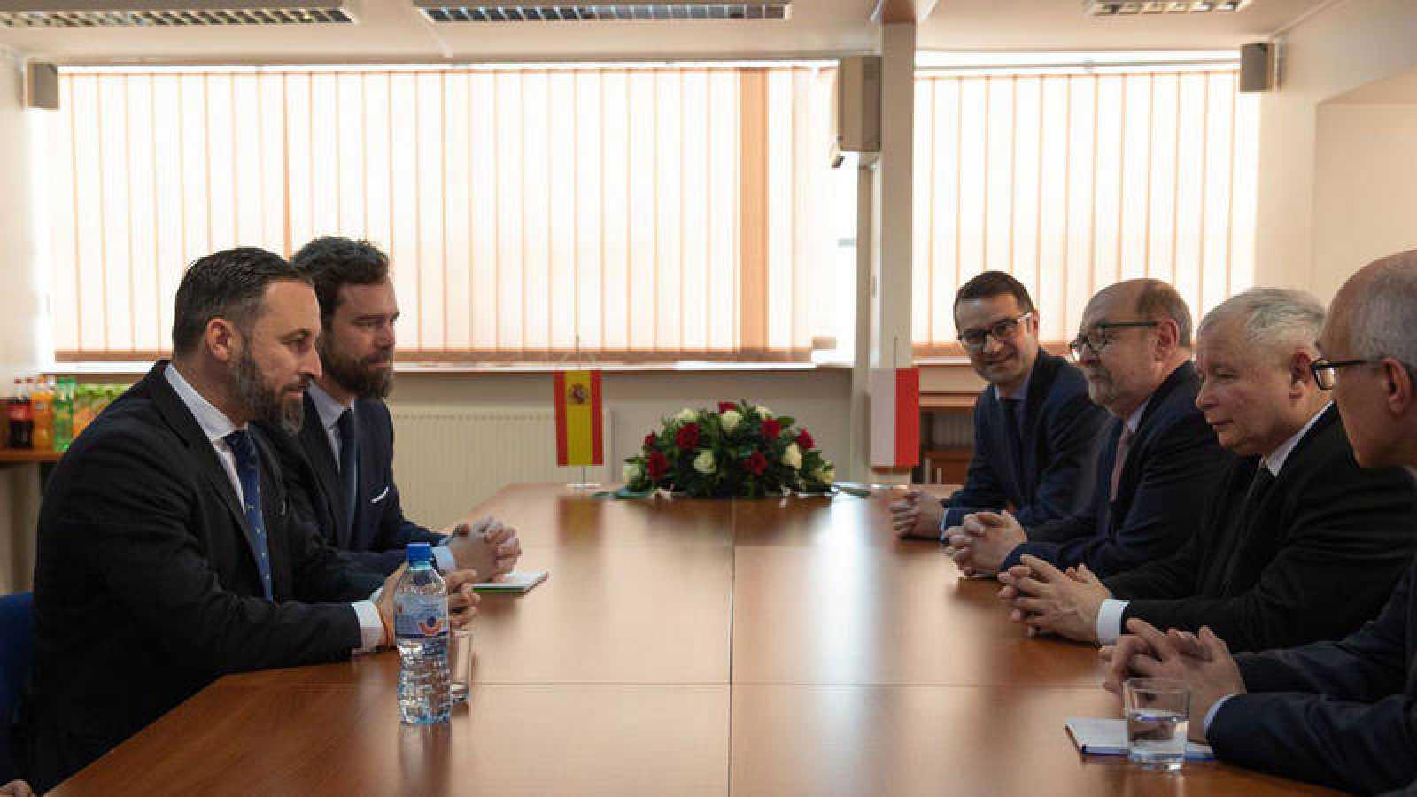 Abascal y Espinosa de los Monteros se reunieron en marzo con los líderes de Ley y Justicia