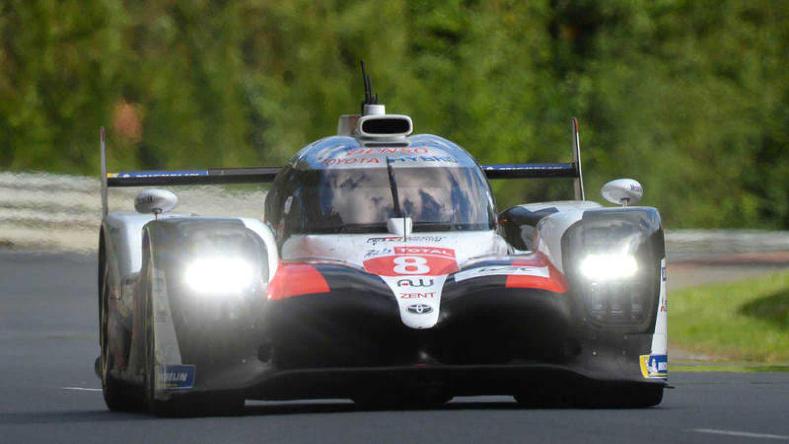 Fernando Alonso, a los mandos de su Toyota